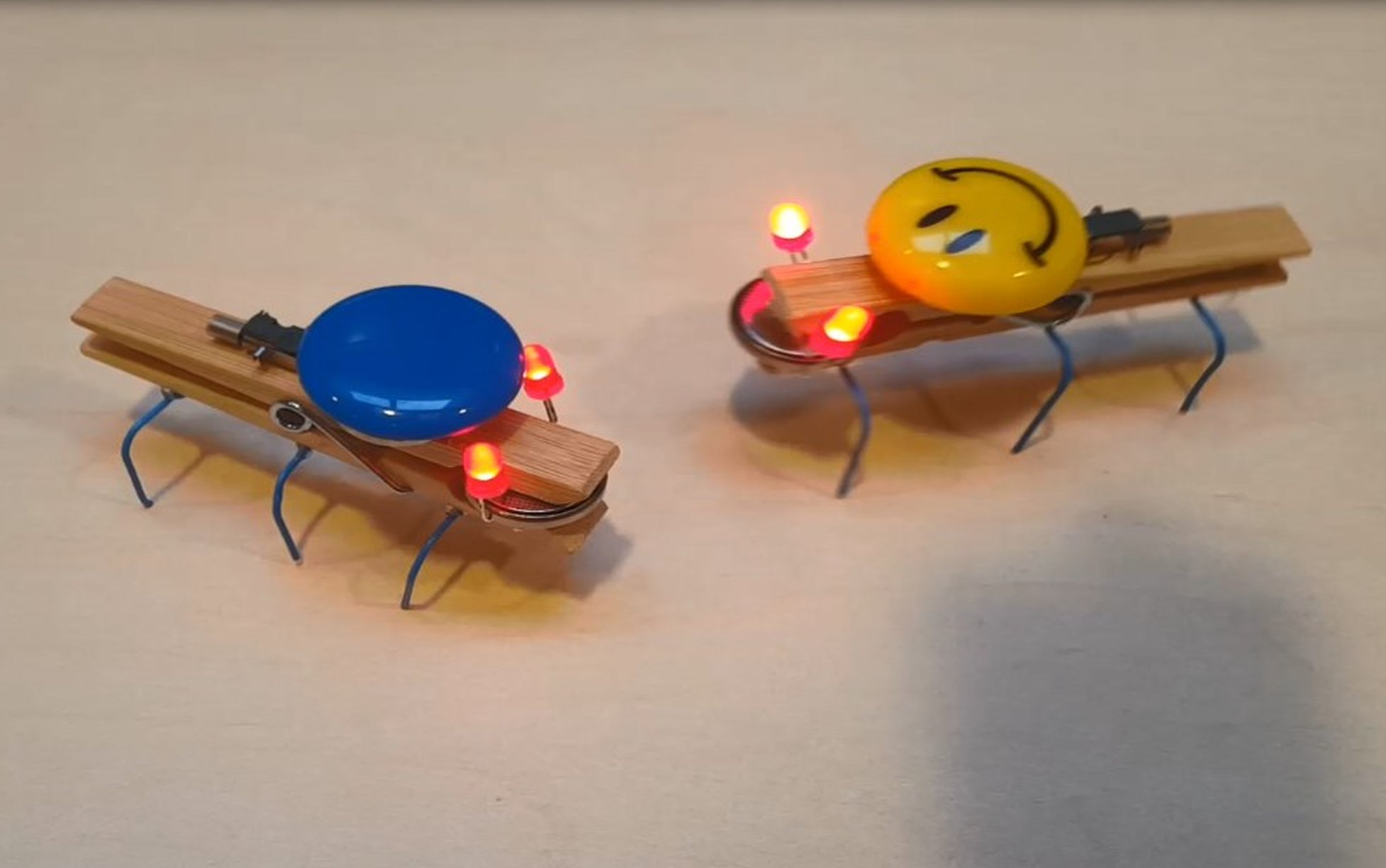Na roboczo <br> robot klamerkowy
